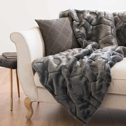 Grey faux fur throw 125 x 150 cm 1000 11 32 174159 1