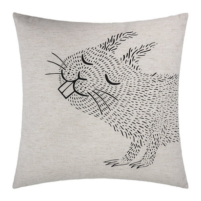 Squirrel cushion 1 599158