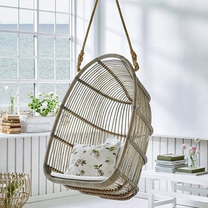 Hanging swing chair in natural rattan